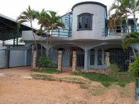 Casa en Fernando de la Mora zona Sur E2396