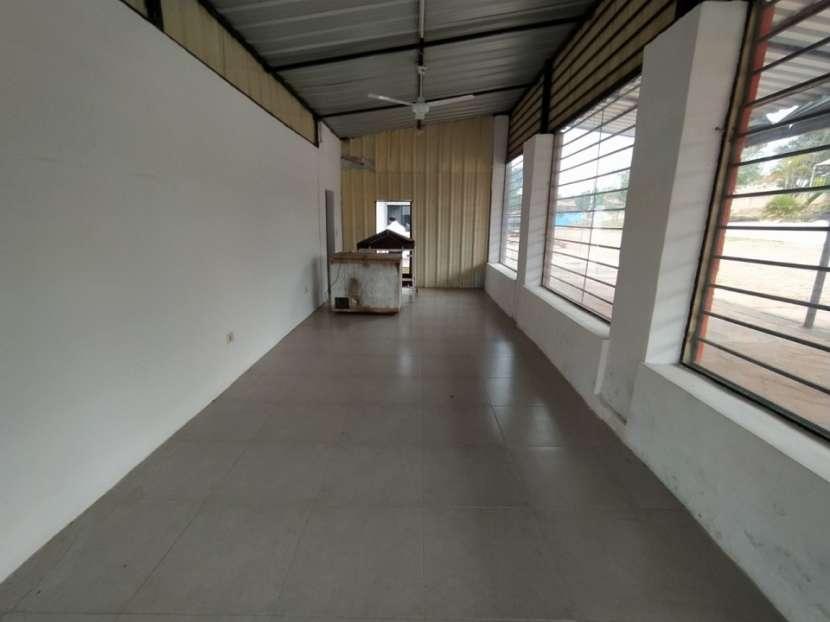 Casa con salón comercial en Villa Elisa - 4