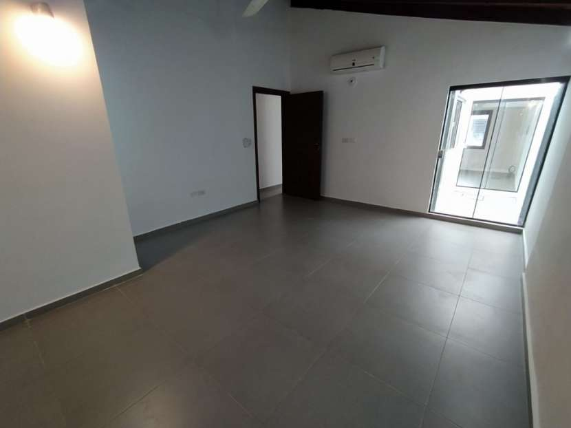 Casa con salón comercial en Villa Elisa - 5