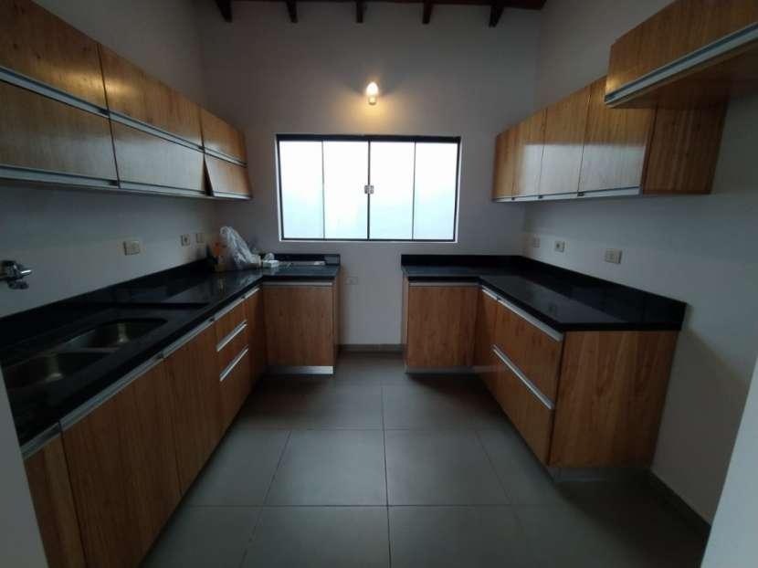 Casa con salón comercial en Villa Elisa - 7