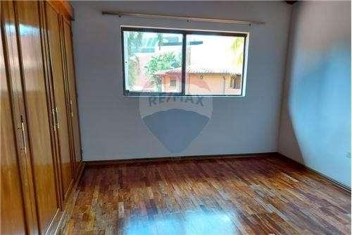 Residencia en barrio Cerrado - 8