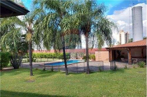 Residencia en barrio Cerrado - 1