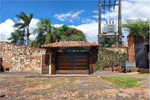 Residencia en barrio Cerrado - 0