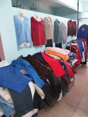 Fardos de ropas brasileras