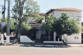 Casa con pileta en Lambaré