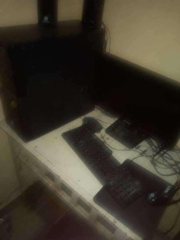 Computadora de mesa semi nueva - 0
