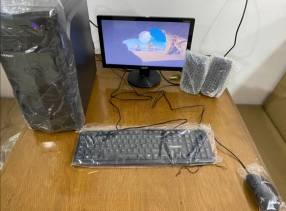 Computadora de mesa escritorio
