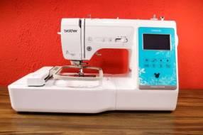 Máquina de coser y bordar computarizada Brother Innovis NV960DL