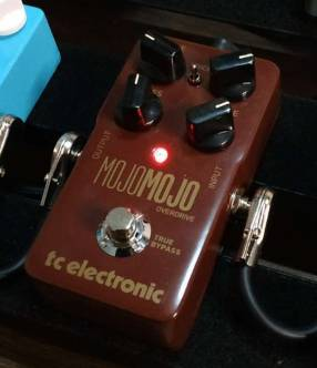 Pedal de Overdrive TC Electronic MojoMojo