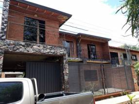 Dos casas en Mariano Roque Alonso