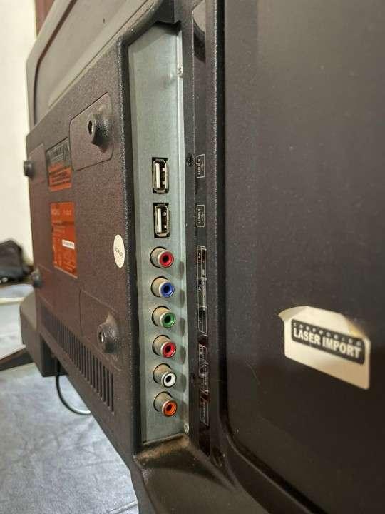 Smart TV Midas de 32 pulgadas con soporte de pared - 3