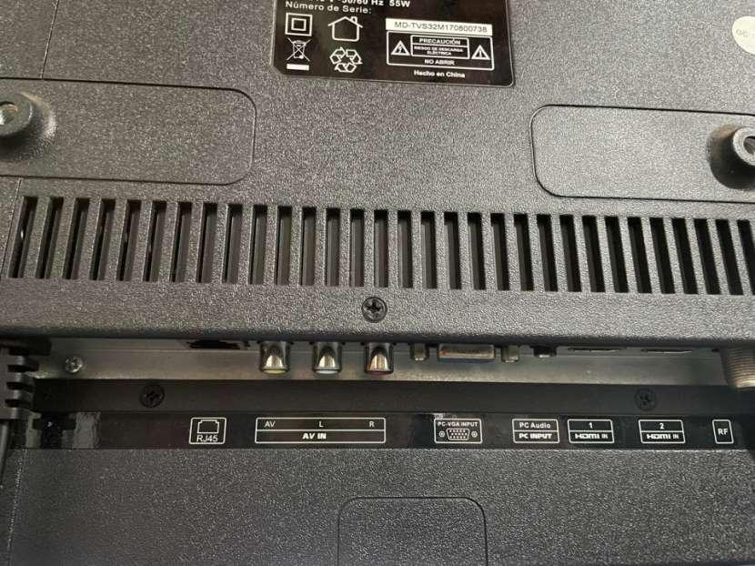 Smart TV Midas de 32 pulgadas con soporte de pared - 1