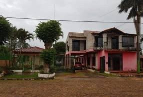 2 casas juntas en Coronel Oviedo E2403