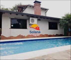 Casa con piscina en la ciudad de Altos