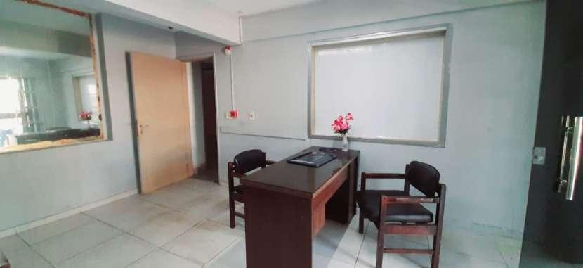 Casa con oficinas y depósito - 1