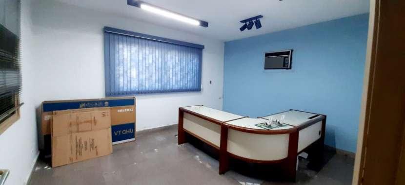 Casa con oficinas y depósito - 4
