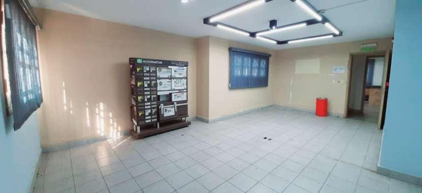 Casa con oficinas y depósito - 2