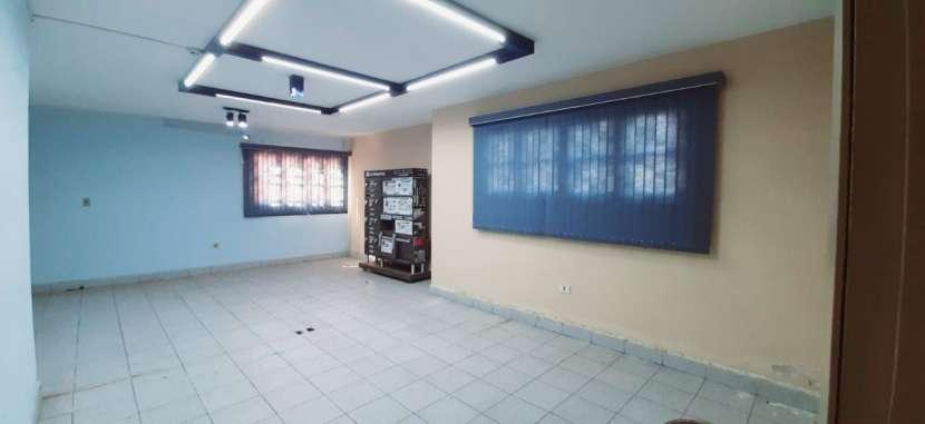 Casa con oficinas y depósito - 3