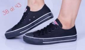 Calzado Converse negro de tela