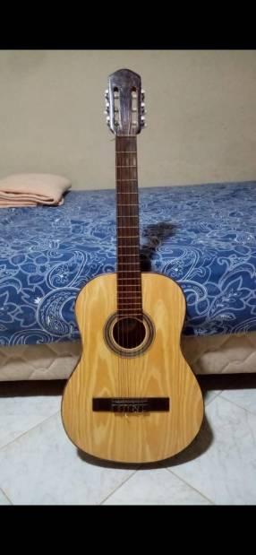 Guitarra clásica con forro