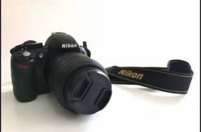 Cámara Nikon D3100 lente VR AF-S 18-55mm