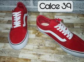 Calzado Vans rojo gamuzado calce 39