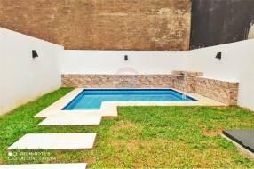 Duplex con piscina en Barrio Mburucuyá