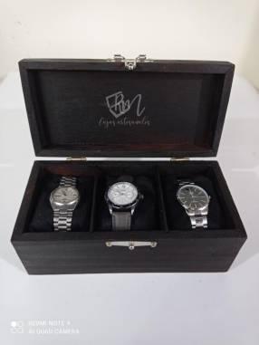 Porta relojes para damas y caballeros.