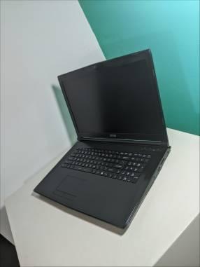Notebook MSI 17.3 pulgadas i5 7th Gen 8gb ram SSD gráfica Nvidia