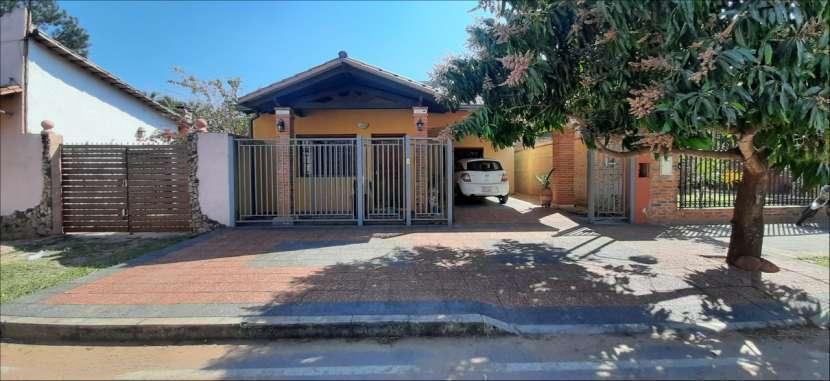 Hermosa Casa en el centro de Ypacaraí - 0