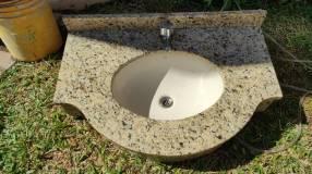 Bacha para baño recubierta en granito