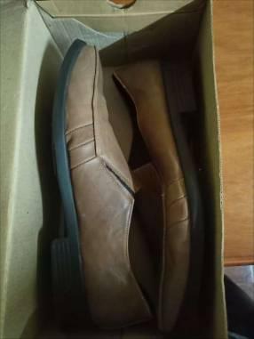 Calzado de vestir marrón para varón calce 43