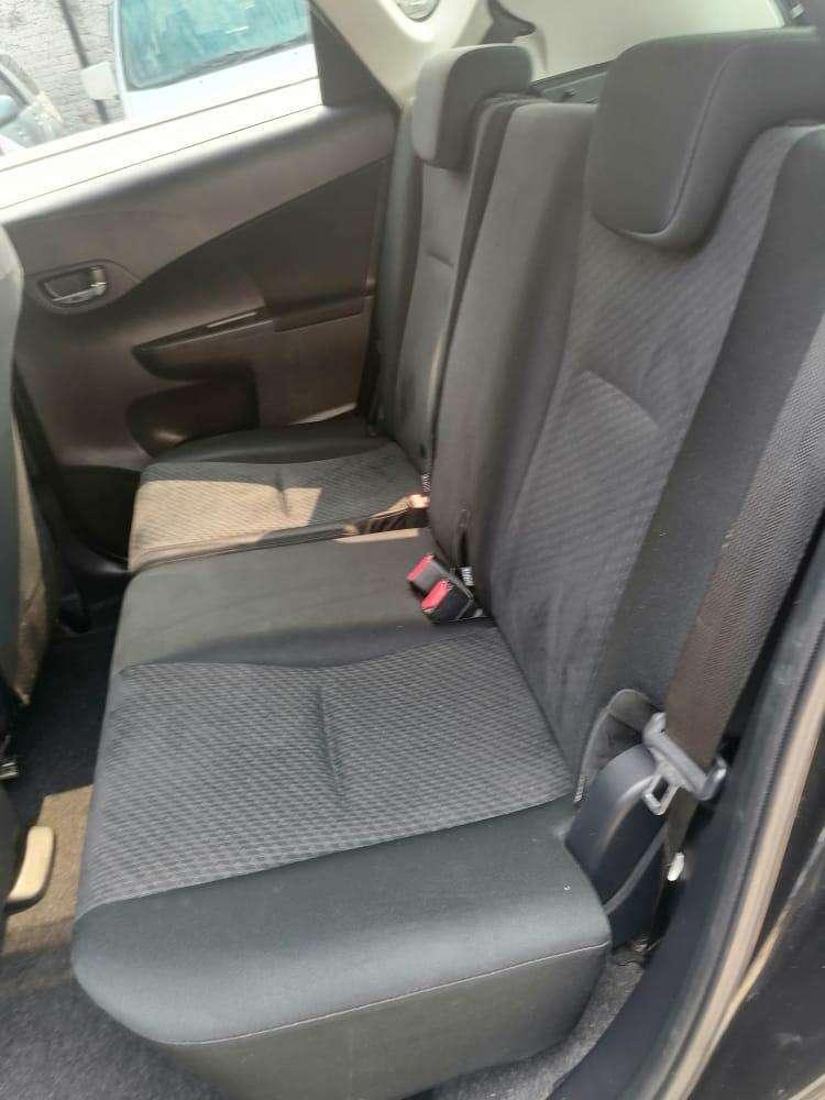 Toyota Ractis 2011 - 5