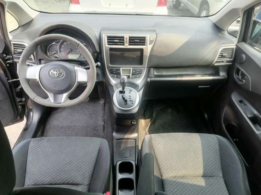 Toyota Ractis 2011 - 7