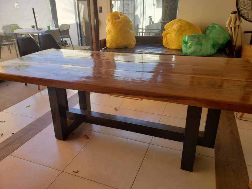Mesa de lapacho y hierro para quincho - 0