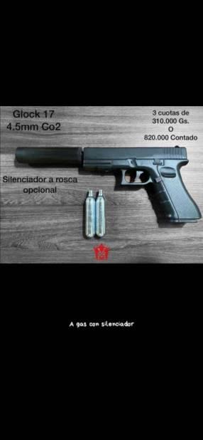 Pistola Glock 17 con silenciador