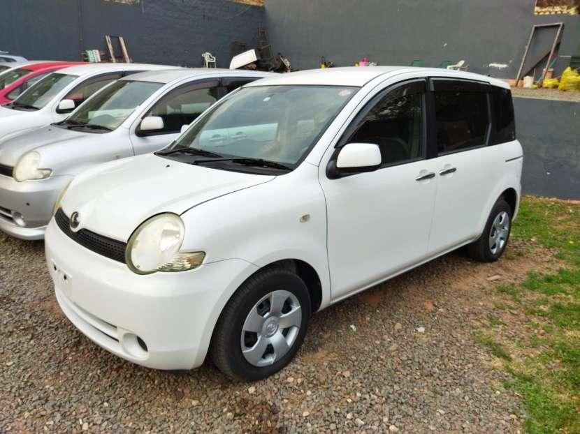 Toyota Sienta 2006 - 0