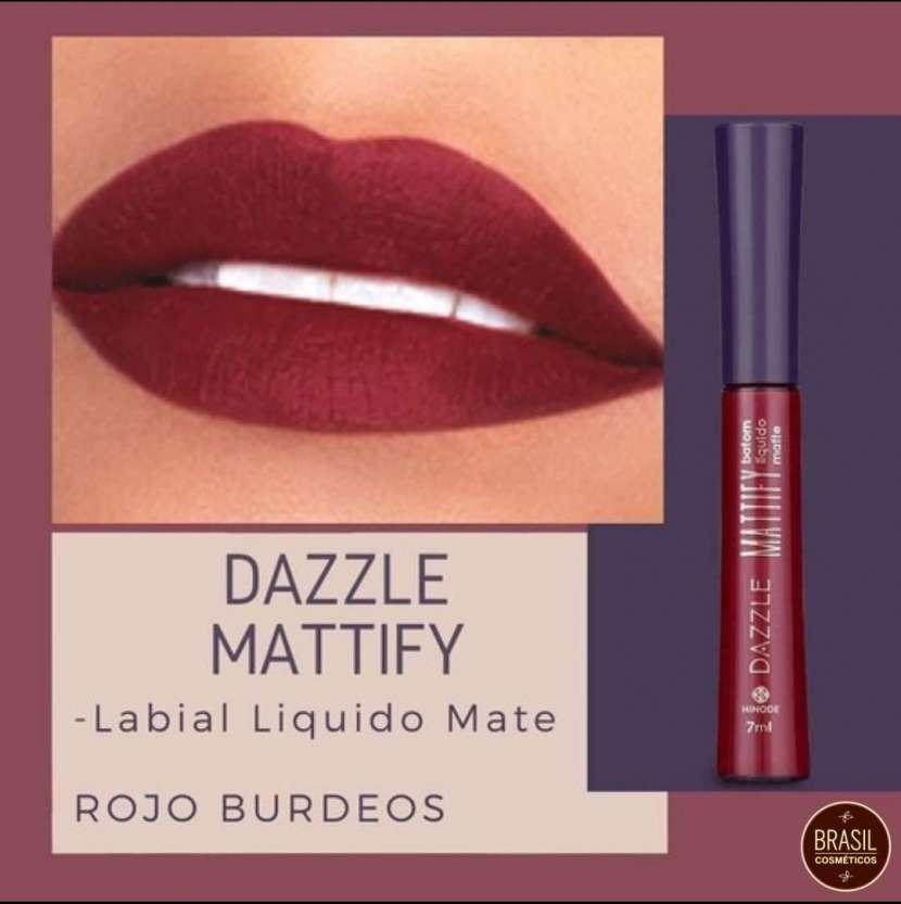 Hinode Dazzle labial líquido matte rojo bordo - 0