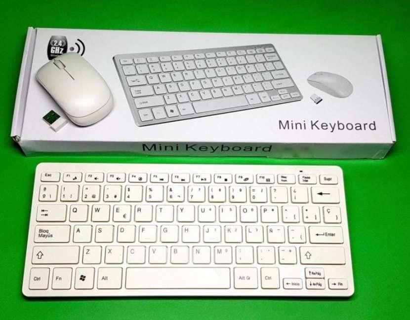 Mini teclado con mouse inalámbrico - 0