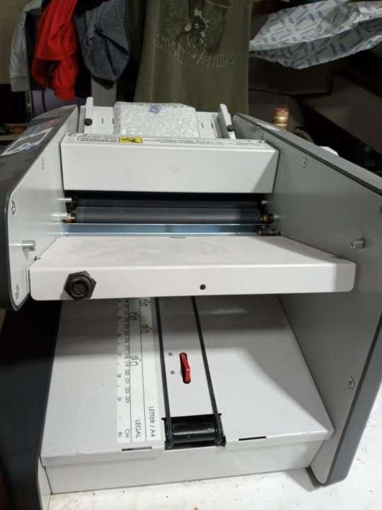 Dobladora de papel semi nueva - 3