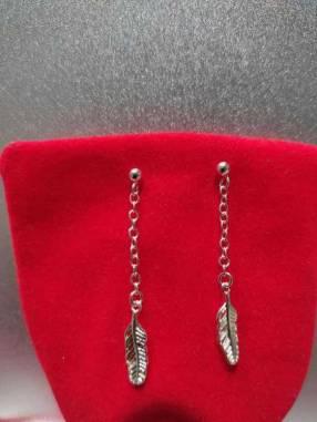 Aro colgante con pluma plata 924