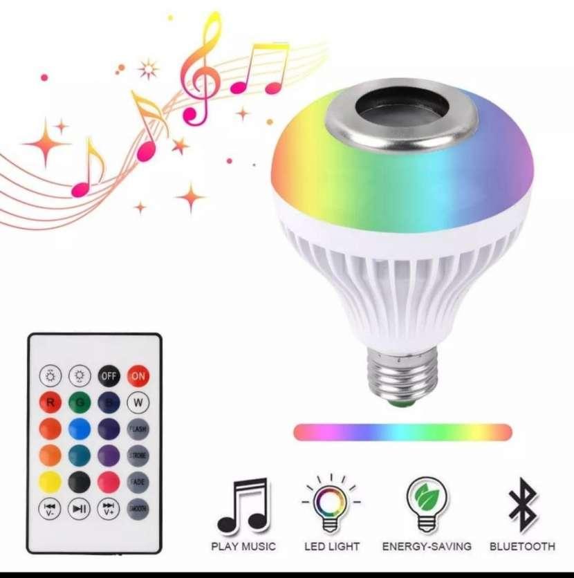 Foco LED con parlante - 0