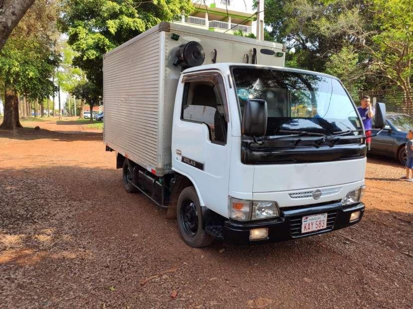 Nissan Atlas 2004 con furgón refrigerado - 1