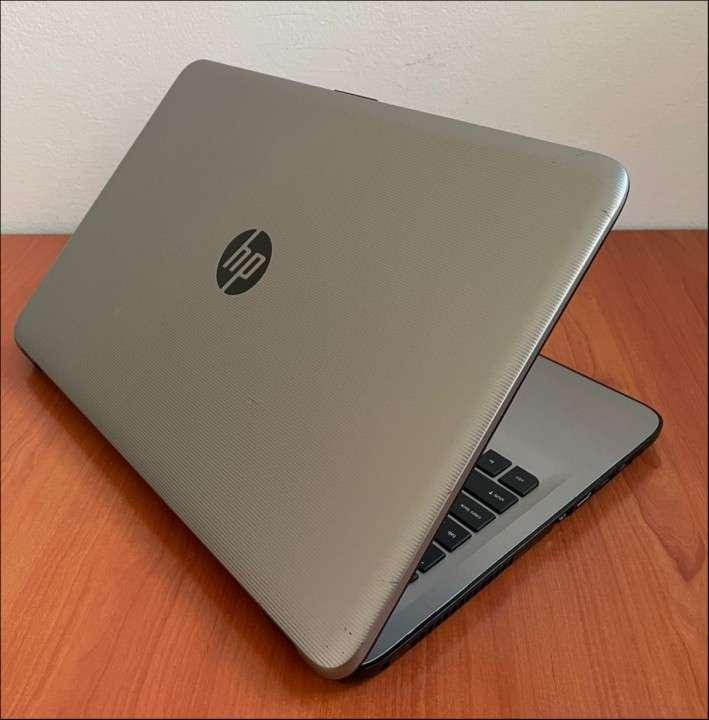 HP 15 Intel i7 6500u 8 gb RAM SSD - 6