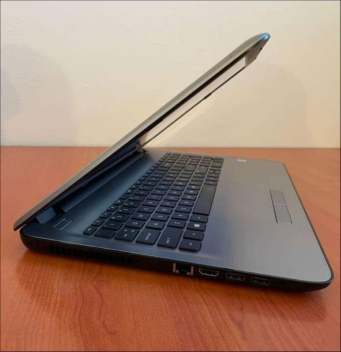 HP 15 Intel i7 6500u 8 gb RAM SSD - 7