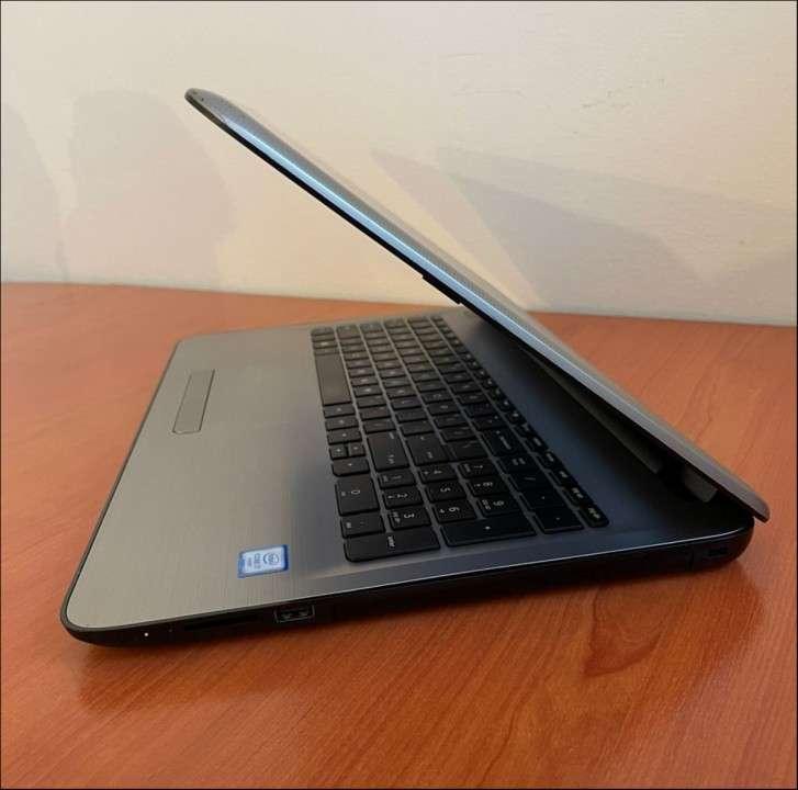 HP 15 Intel i7 6500u 8 gb RAM SSD - 5