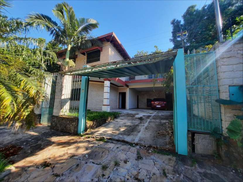 Casa en barrio San Antonio Lambaré - 0