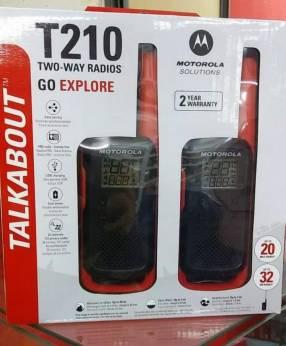 Par de walkie talkie Motorola T210 recargable
