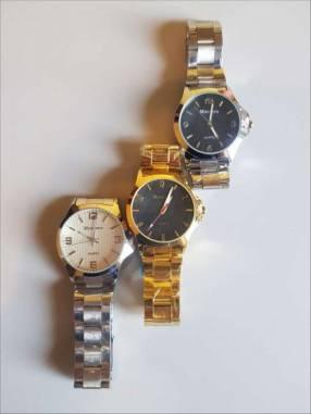 Reloj casual de metal en colores