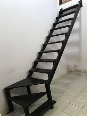 Escalera de hierro macizo